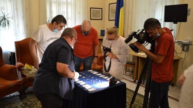 Un pasionat de istorie a descoperit o comoară cu detectorul de metale, în Prahova. GALERIE FOTO - Imaginea 1