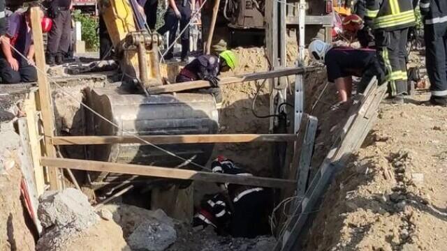 Un mal de pământ s-a prăbușit peste mai mulți muncitori pe un șantier din Capitală. Doi oameni au murit - Imaginea 7
