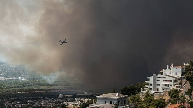 Teroare în Atena. Mai multe case au ars, două suburbii au fost evacuate. Valul de căldură a atins cote maxime - Imaginea 2