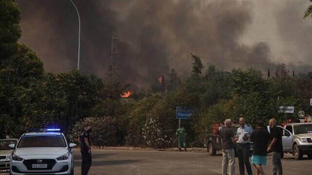 Teroare în Atena. Mai multe case au ars, două suburbii au fost evacuate. Valul de căldură a atins cote maxime - Imaginea 3