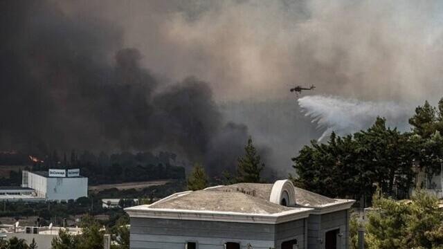 Teroare în Atena. Mai multe case au ars, două suburbii au fost evacuate. Valul de căldură a atins cote maxime - Imaginea 4