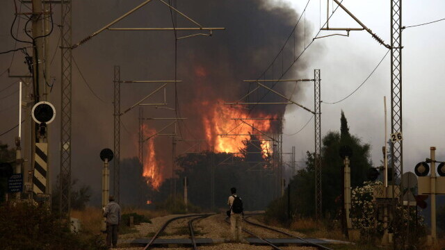 Teroare în Atena. Mai multe case au ars, două suburbii au fost evacuate. Valul de căldură a atins cote maxime - Imaginea 7