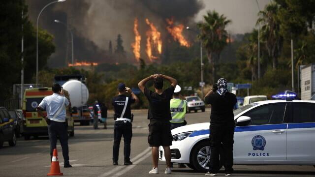 Teroare în Atena. Mai multe case au ars, două suburbii au fost evacuate. Valul de căldură a atins cote maxime - Imaginea 10