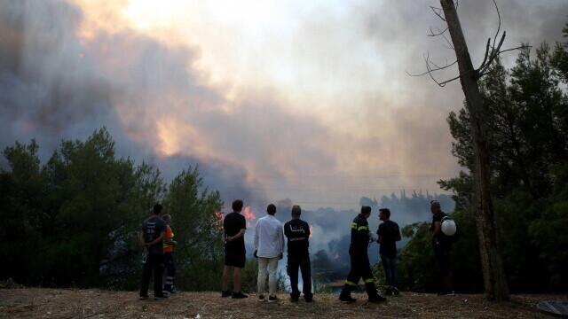 Teroare în Atena. Mai multe case au ars, două suburbii au fost evacuate. Valul de căldură a atins cote maxime - Imaginea 11