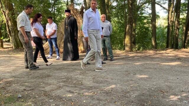 """Klaus Iohannis, în vizită la Parcul Natural Comana. """"Vreau să atrag atenţia asupra importanţei acestor zone naturale"""" - Imaginea 1"""