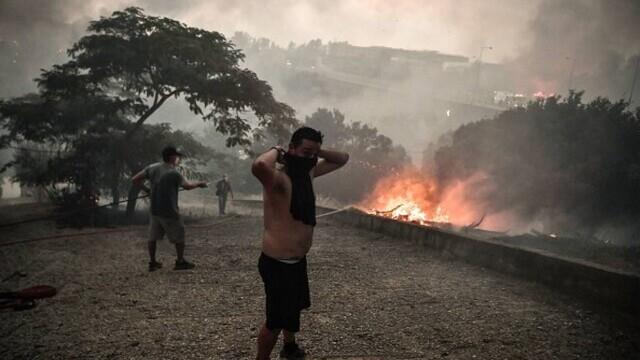 """""""Aerul era irespirabil, am crezut că murim cu uşile închise"""". Mărturia unei românce din Atena, devastată de incendii - Imaginea 8"""