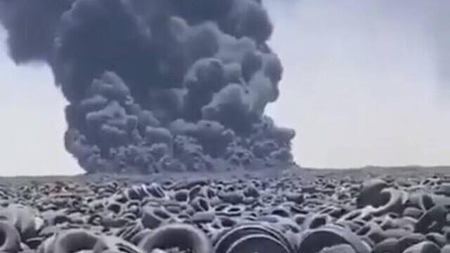 Video. Cel mai mare depozit de anvelope uzate din lume a luat foc - Imaginea 1