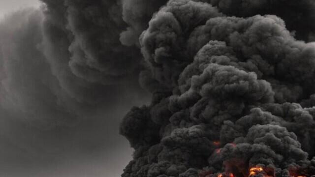 Video. Cel mai mare depozit de anvelope uzate din lume a luat foc - Imaginea 3