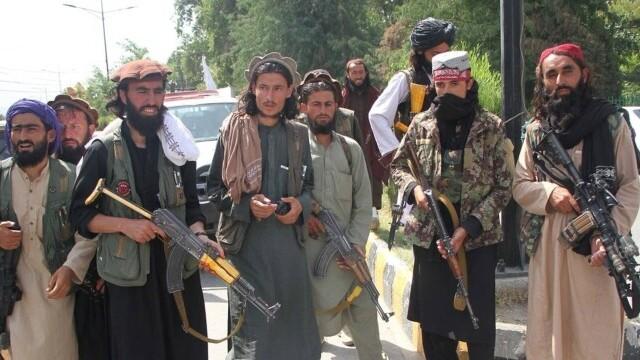 Talibanii sărbătoresc plecarea trupelor americane din Afganistan, sfârşitul unui război devastator de 20 de ani - Imaginea 6