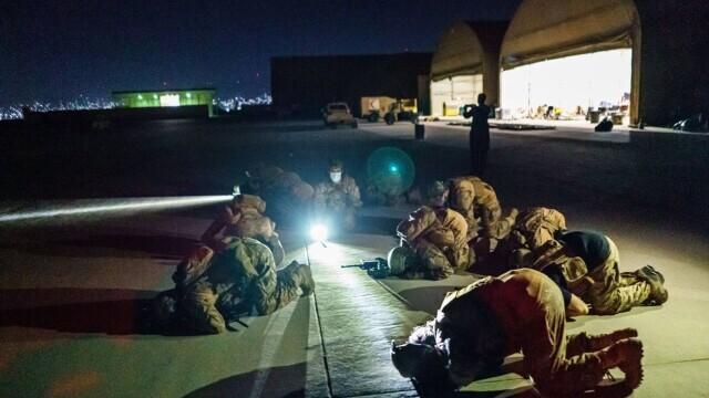 Talibanii sărbătoresc plecarea trupelor americane din Afganistan, sfârşitul unui război devastator de 20 de ani - Imaginea 4