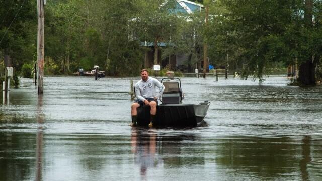 Uraganul Ida: Un bărbat a fost atacat de un crocodil pe o stradă inundată - Imaginea 1