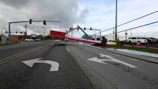 Uraganul Ida: Un bărbat a fost atacat de un crocodil pe o stradă inundată - Imaginea 3