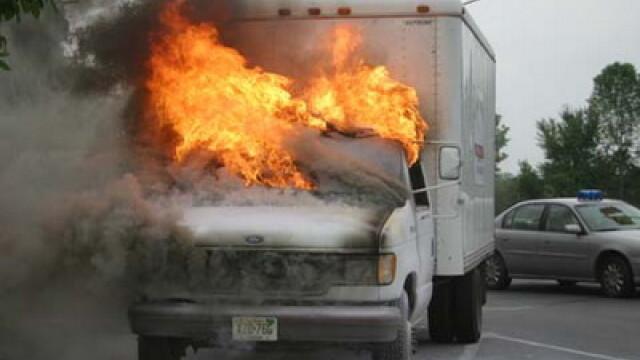 Camion in flacari