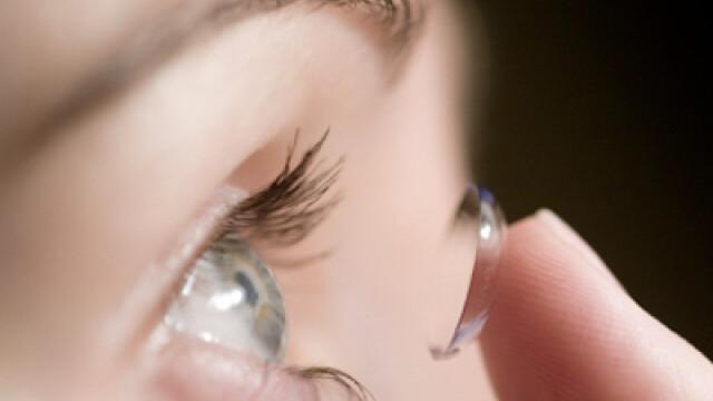 Lentile de contact care asigura vederea si la apropiere si la departare