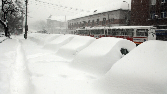 Iarna isi arata coltii! Gerul, un pericol pentru oamenii strazii