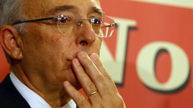 Guvernatorul Isarescu, umilit la ghiseu pentru ca nu a fost recunoscut