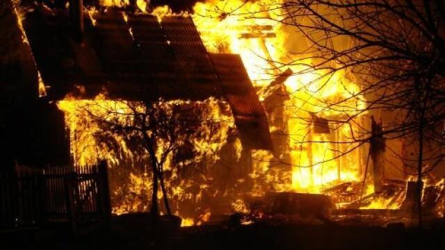 Incendiu de proportii in Braila: o casa s-a facut scrum
