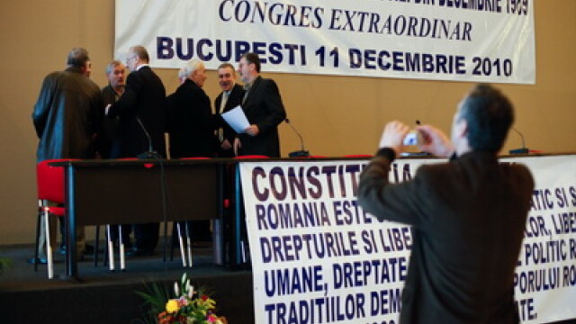Revolutionarii, cu nervii intinsi la maxim: gata sa bata in Parlament