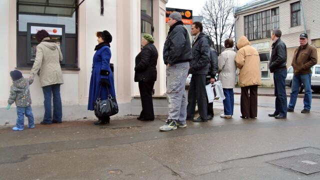 Panica in Letonia. Clientii unei banci au retras 29 milioane lire sterline, din cauza unor ZVONURI