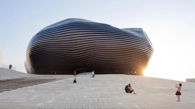China uimeste din nou. Constructia bizara si costisitoare ridicata intr-un oras pustiu. Galerie FOTO - Imaginea 2