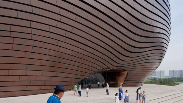 China uimeste din nou. Constructia bizara si costisitoare ridicata intr-un oras pustiu. Galerie FOTO - Imaginea 6