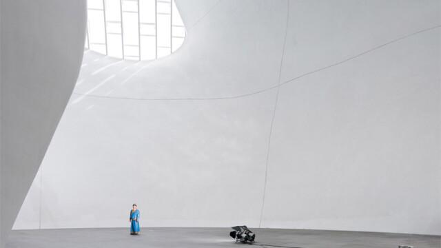 China uimeste din nou. Constructia bizara si costisitoare ridicata intr-un oras pustiu. Galerie FOTO - Imaginea 15