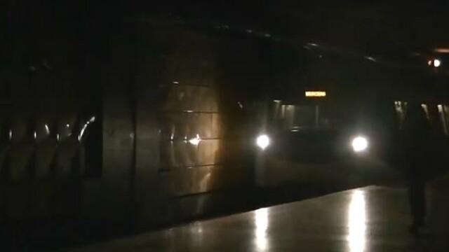 """Cum s-a """"vazut"""" pana de curent la statia de metrou Tineretului. VIDEO"""