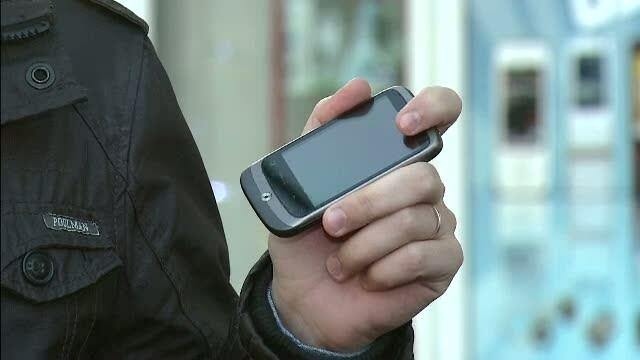 Companiile de telefonie mobila vor fi obligate din 2012 sa deblocheze gratuit telefoanele
