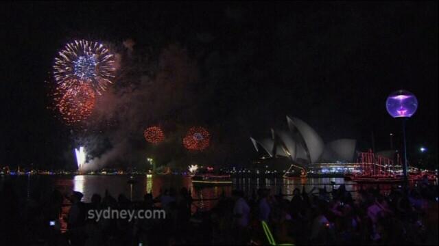 Adio, 2011, bun venit, 2012! Spectacolul de Revelion de pe diferite continente, in imagini uimitoare - Imaginea 5