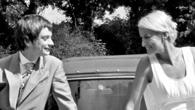 Abia la 6 luni de la nunta si-au permis o luna de miere. Mireasa nu s-a mai intors insa din vacanta