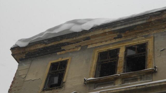 zapada pe acoperis