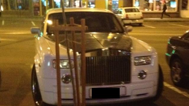 Ce numar are aceasta masina de lux inmatriculata in Marea Britanie. A fost fotografiata in Baia Mare