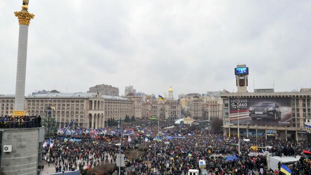 Euromaidan, revolutia care si-a luat numele de la un hashtag de pe internet. Momentele cheie ale celor 3 luni de revolte - Imaginea 3
