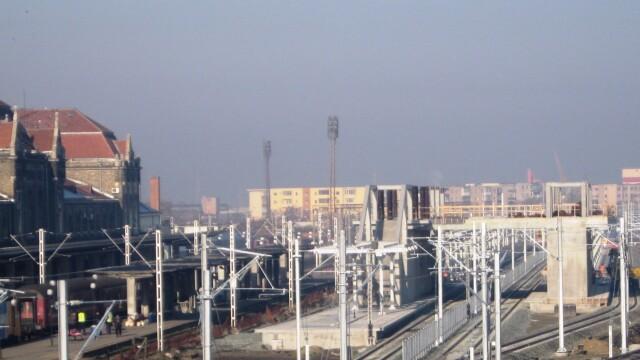Se lucreaza in ritm de melc la noua pasarela din Gara Arad. Termenul limita nu poate fi respectat - Imaginea 3