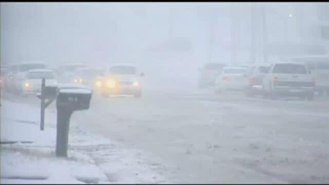 Furtuna din Statele Unite a ucis deja 7 oameni. Marile orase sunt ingropate sub zapada