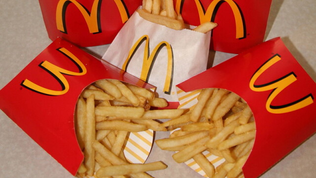 Reactia unui barbat dupa ce a primit cartofi reci la McDonald\'s. Politia l-a arestat pe loc