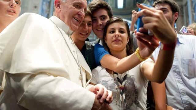 Ce au in comun liderii planetei si pustoaicele de pe FB. Selfies, moda careia nimeni nu-i rezista - Imaginea 6