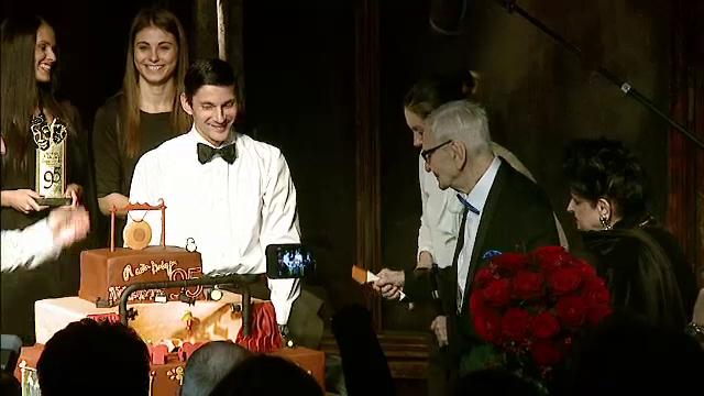 Cadoul special primit de Radu Beligan pe scena in ziua in care a implinit 95 de ani