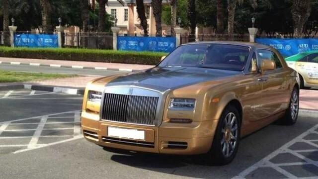 Parcarea de zeci de milioane de euro a Universitatii Americane din Dubai. Cu ce vin zilnic studentii