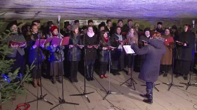 Spectacol unic in Romania. Concert de colinde in Pestera Bolii din Hunedoara