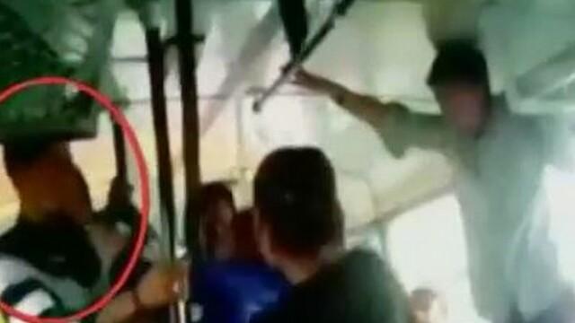 Doua surori, agresate intr-un autobuz. E incredibil cum au ripostat fetele. VIDEO