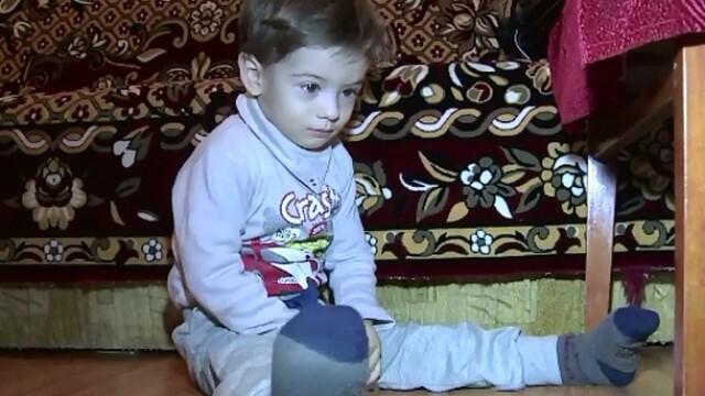 Dragos, un baietel de 2 ani, are nevoie de ajutor. Copilul s-a nascut cu o malformatie la inima si are nevoie de transplant