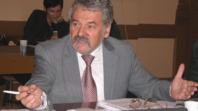 Conducerea CJ Hunedoara, dupa gratii. Mircea Molot si Tiberiu Balint, retinuti de procurorii DNA intr-un dosar de coruptie