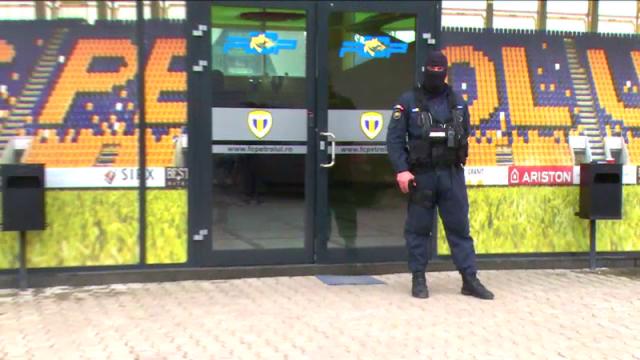 Patronii clubului de fotbal Petrolul Ploiesti raman in arest preventiv. Decizia instantei este definitiva