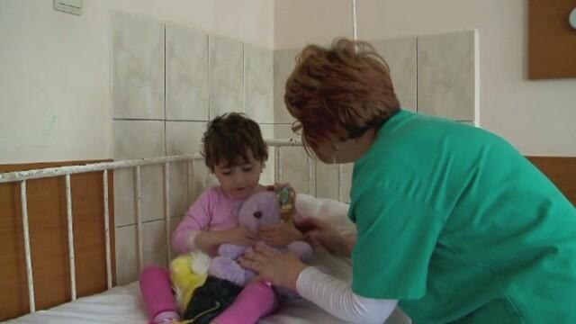 Sezonul sarbatorilor pentru copiii sarmani ai Romaniei. Parintii ii abandoneaza in spitale, sa-i scape de frig si foame