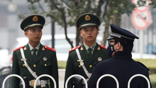 Moment dramatic in China. O femeie a fost salvata cu doar cateva secunde inainte de a se arunca de la etaj
