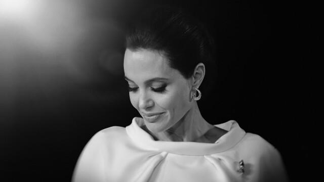 Decizia Angelinei Jolie de a-si extirpa ovarele, laudata de oncologi. O alta vedeta a dezvaluit ca poarta \