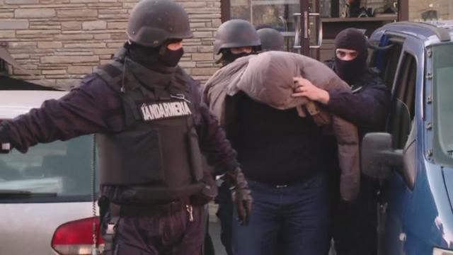 Operatiune fulger a politistilor din Brasov. Un camatar a fost prins cand lua bani de la \