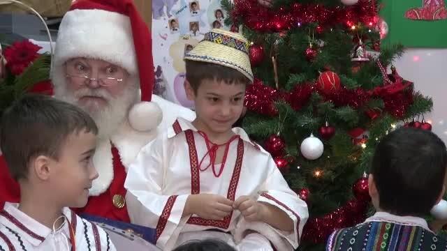 VINE CRACIUNUL: A mai ramas 1 zi. Scolile din Capitala au primit deja vizita Mosului: cum l-au impresionat copiii. VIDEO - Imaginea 21