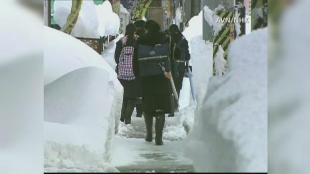 Munti de zapada in Japonia. Iarna a dus la intarzierea exceptionala a trenurilor de mare viteza Shinkansen